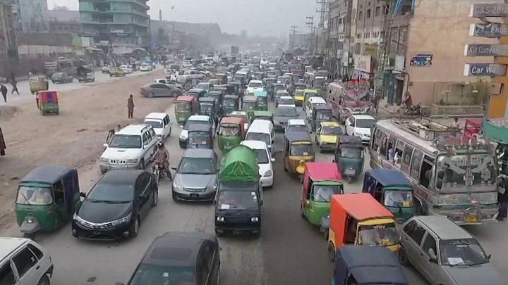 پشاور کی میٹرو بس منصوبے سے تحریک انصاف کو انتخابات میں فائدہ ہو گا یا نقصان