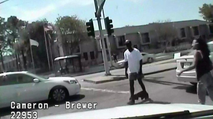 US cop kills unarmed man with pants down