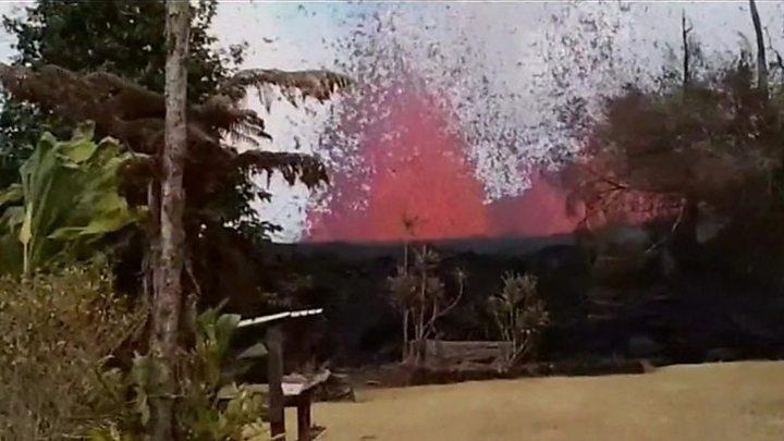Lava alcanza bote turístico en Hawai; reportan 13 heridos