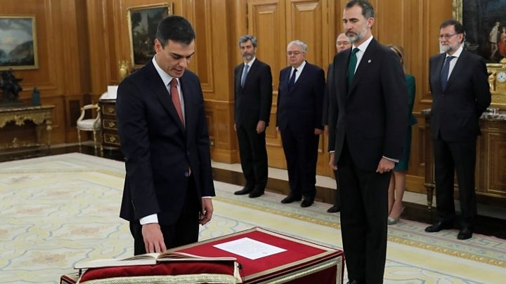 Pedro Sánchez is sworn in as Spain's new prime minister