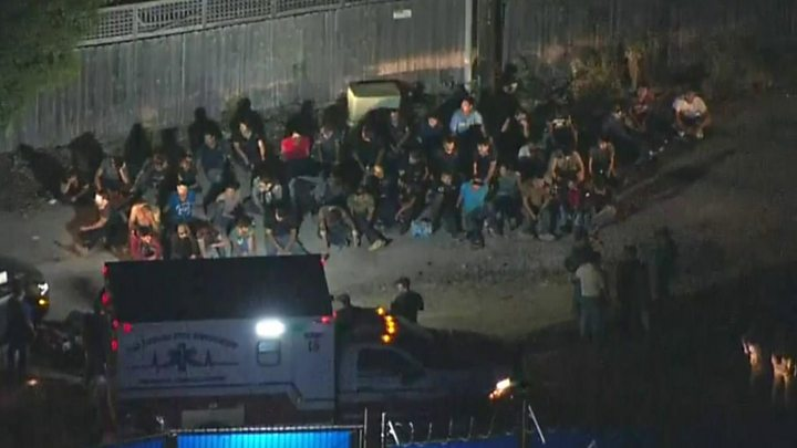 Lorry full of migrants found in Texas