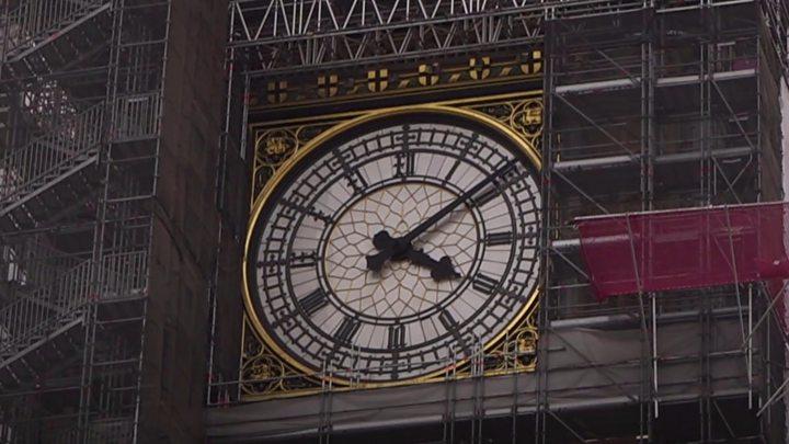 Selfie tourists puzzled by Big Ben's new look
