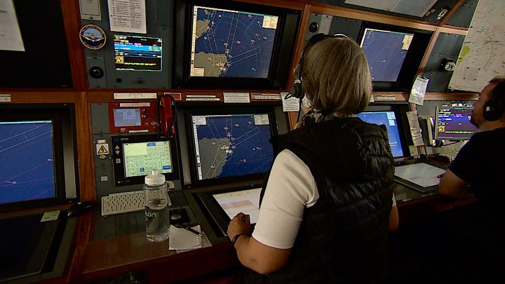 Air traffic controllers are recruiting