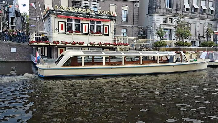 Sensational Amsterdams Canal Boats Go Electric Home Interior And Landscaping Spoatsignezvosmurscom