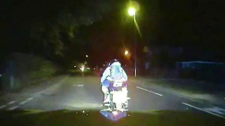 Met Police allowed to knock moped thieves off bikes at high speed