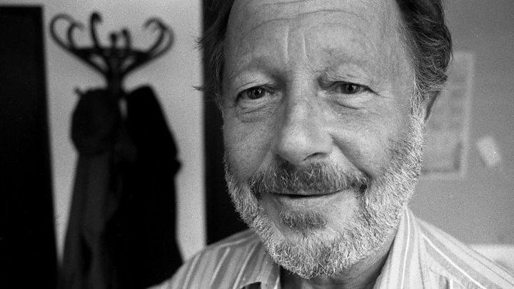 'Walkabout' director Nicolas Roeg dies aged 90