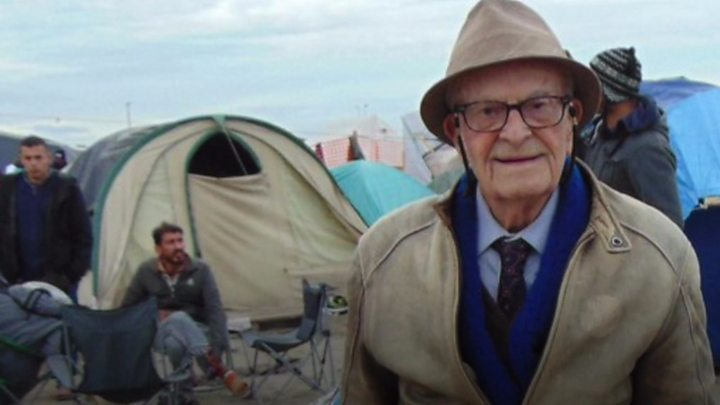 Harry Leslie Smith: War veteran has died, son says