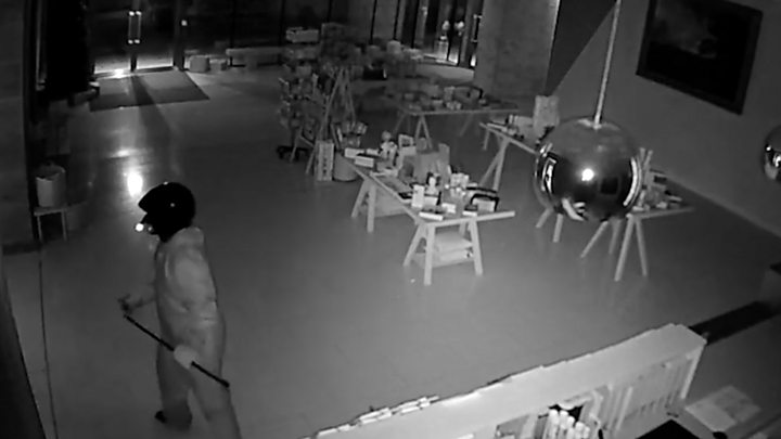 CCTV of 'famous' tiara theft released
