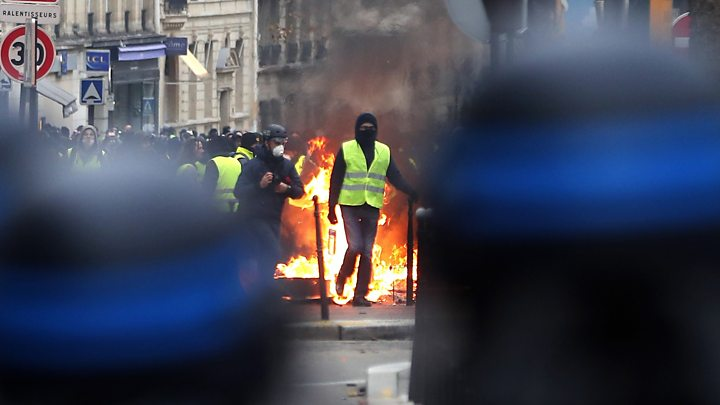 Yellow vest protests 'economic catastrophe' for France