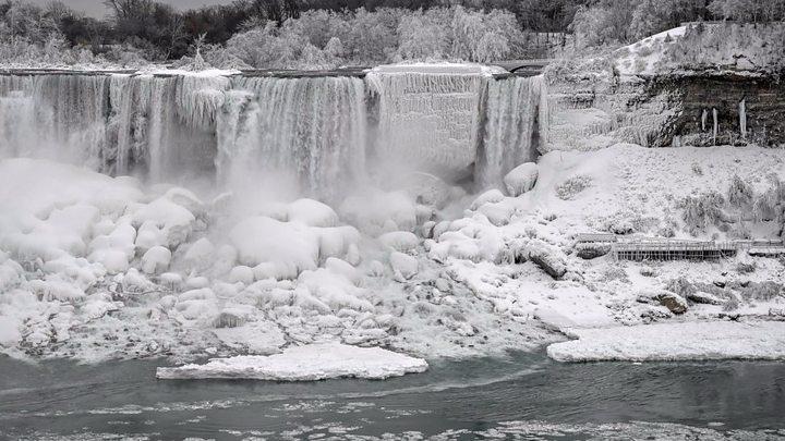Niagara Falls Becomes A Winter Wonderland