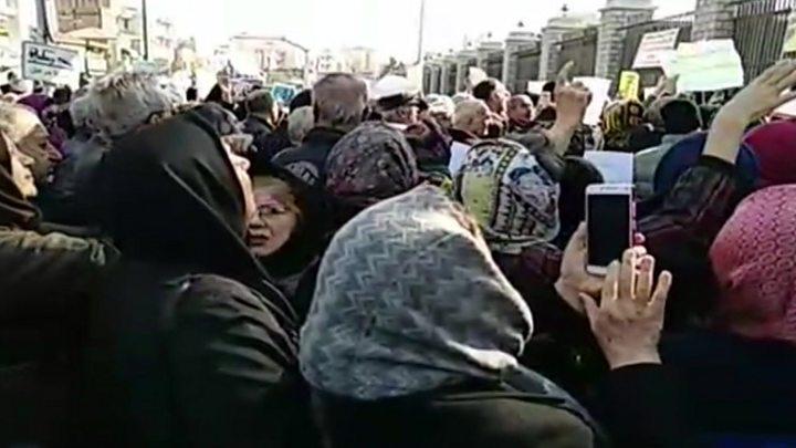 مستمری بگیران صندوق فولاد روحانی: شستا را جمع کنید - BBC News فارسی