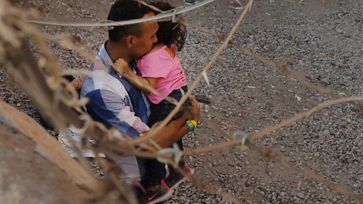 US migrants spend days held under a bridge