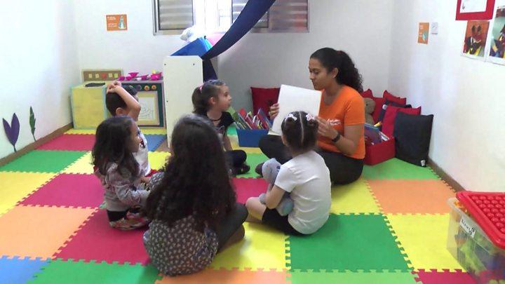 A estratégia inspirada na África que pode ser alternativa para crianças sem creche no Brasil