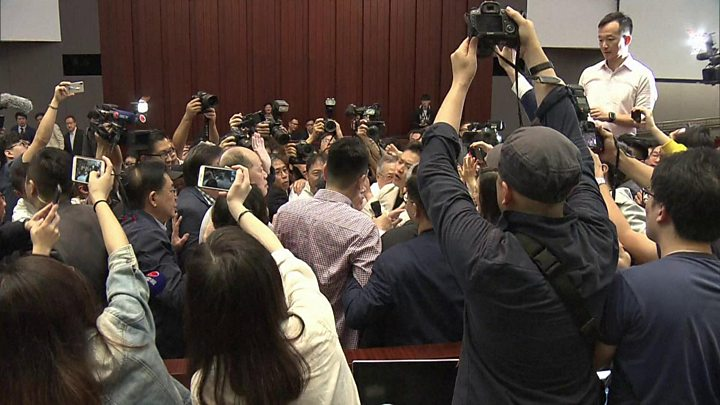 Chaotic scenes at Hong Kong legislature over extradition law