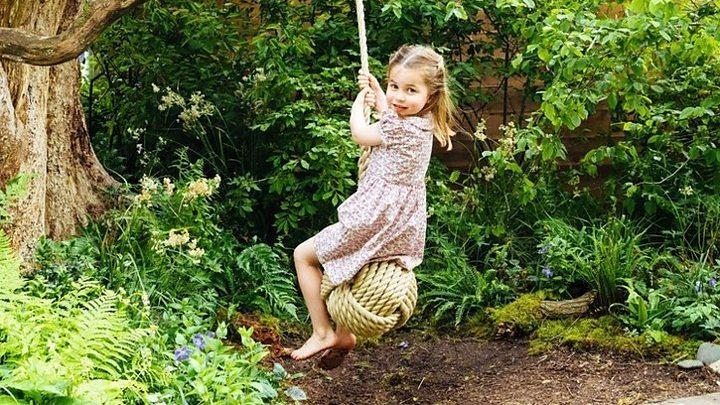 Chelsea Flower Show: Duchess visits garden with schoolchildren
