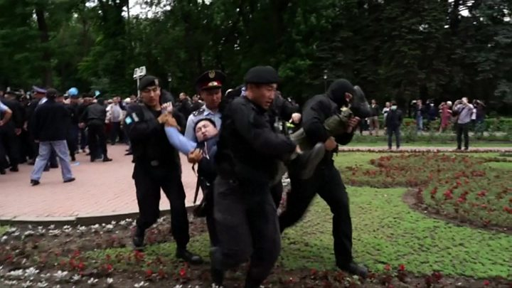 Kazakhstan: Protests of presidential vote bring 500 arrests