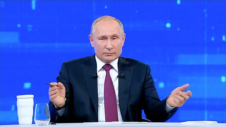 """Дайджест 21 июня: """"Прямая линия"""" Путина - эффектное, но неэффективное шоу, ЕС может не признать выданные жителям Донбасса паспорта"""