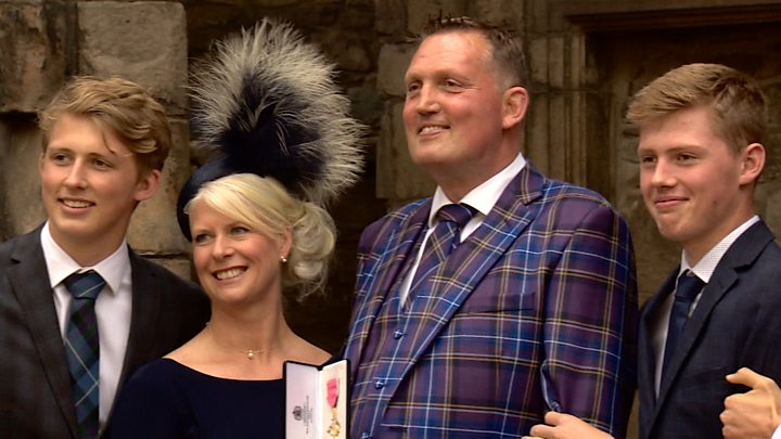 Doddie Weir receives OBE from the Queen