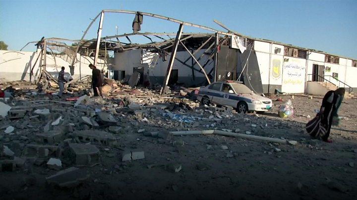 6 مغاربة أصيبوا في قصف جوي طال مركزاً للمهاجرين بليبيا