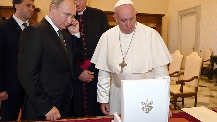 Дайджест 5 июля: новые детали гибели подводников, Бэнкси опознали на видео и что Путин подарил Франциску