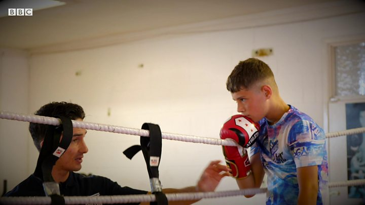 The Best Way To Fight With Teenager >> Excluded From School How Boxing Helps Teenagers With Adhd Bbc News