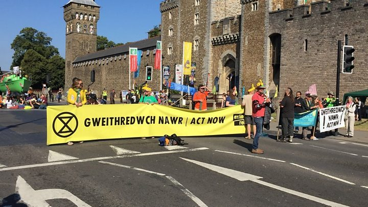 Extinction Rebellion shuts down busy Cardiff street