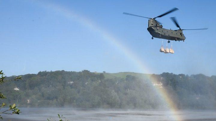 Whaley Bridge dam: RAF Chinook brought in