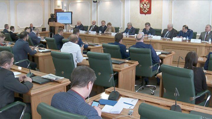 Дайджест: обыски у юристов Навального и обвинения в западном вмешательстве