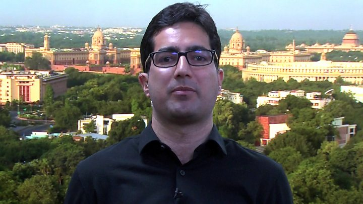 Shah Faesal: India detains Kashmir politician at airport