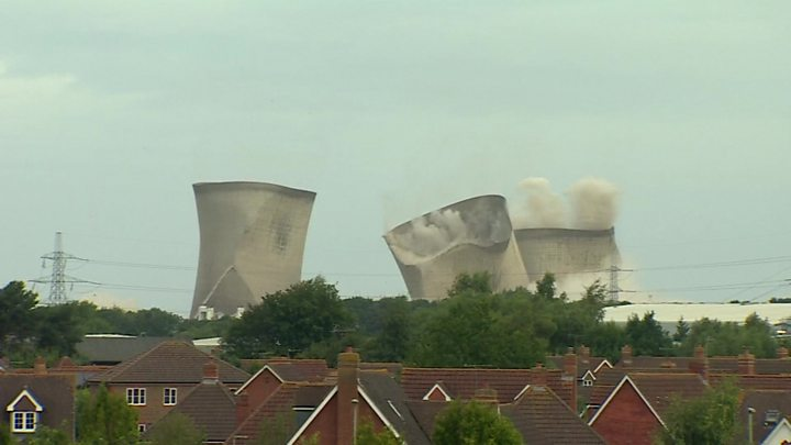 Didcot power station: Power cut as cooling towers demolished