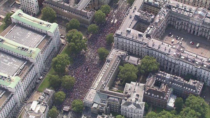 Thousands protest against Parliament suspension