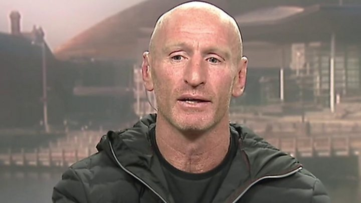 Gareth Thomas: Journalist 'told rugby player's parents of HIV'