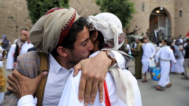 Houthi prisoners land in Yemen after release