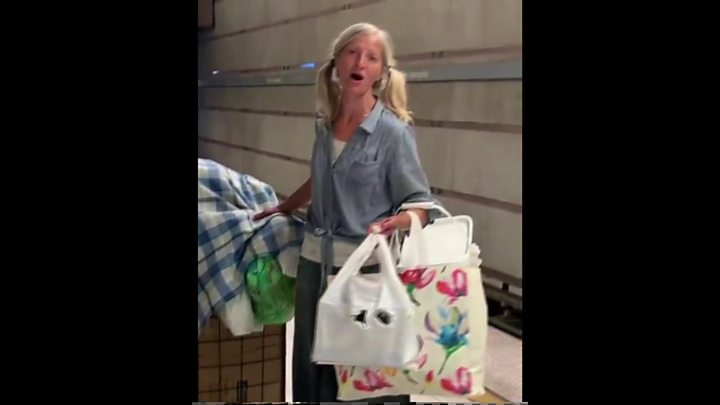 Singing Los Angeles homeless woman stuns social media