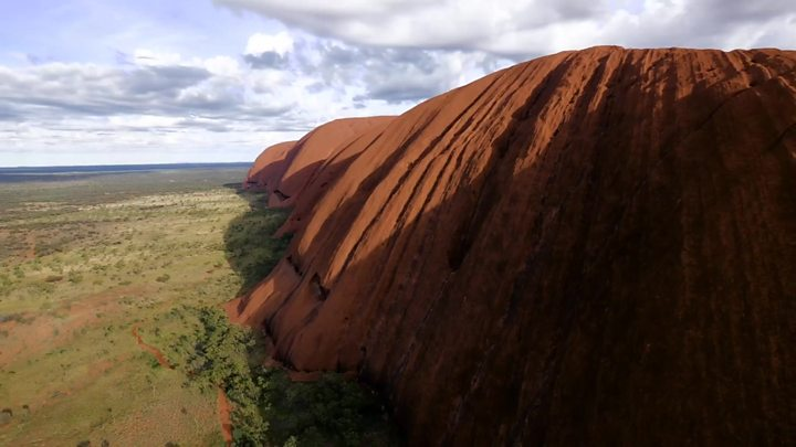 Tourists rush to beat Uluru climbing ban