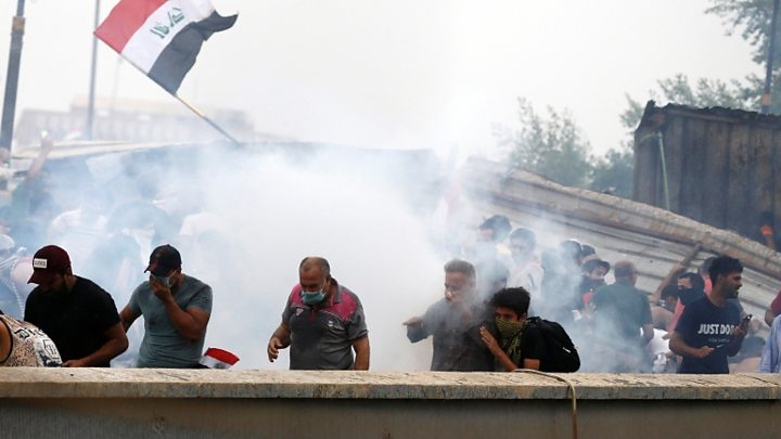 p07s2h8v Iraq protests: Baghdad curfew declared as unrest continues
