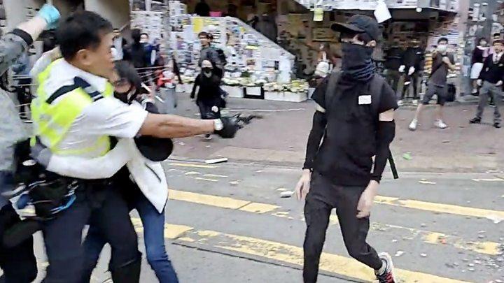 Hong Kong police shoot man in day of violence and chaosको लागि तस्बिर परिणाम