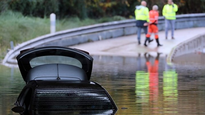 French floods: five dead after three rescue workers killed in helicopter crash