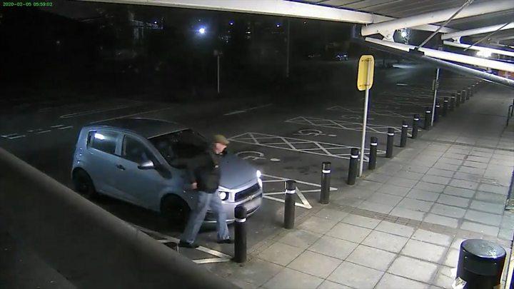 Man (77) fights off ATM mugger using boxing skills