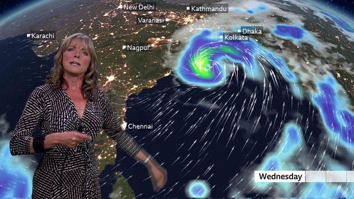 Amphan: Heavy rains in India and Bangladesh as cyclone bears down thumbnail
