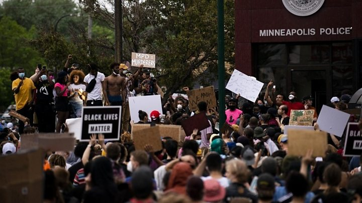 George Floyd: National Guard deployed after Minneapolis clashes