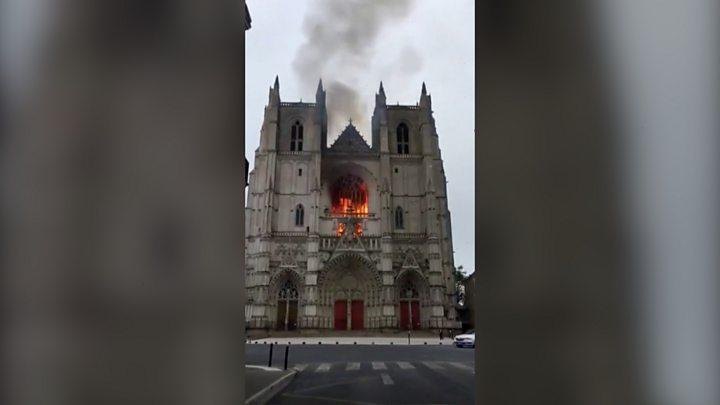 Incêndio na catedral de Nantes: voluntário da Igreja preso novamente por incêndio criminoso 1