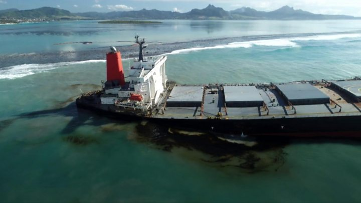 Mauritius oil spill: Rush to pump out oil before ship breaks thumbnail