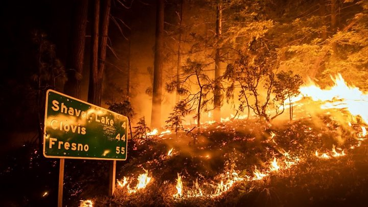California wildfires: Hikers rescued as blazes rage thumbnail