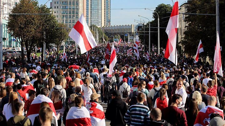 «Марши справедливости» в Беларуси: больше 200 задержанных, слезоточивый газ, водометы