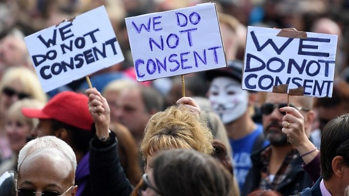 Covid: Thousands gather in London for anti-restrictions protest
