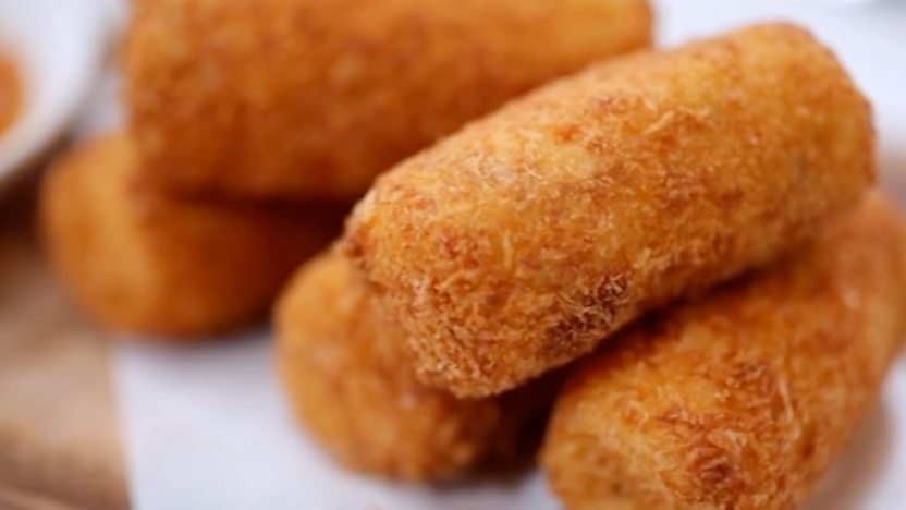 Roast chicken croquettes with spicy tomato chutney