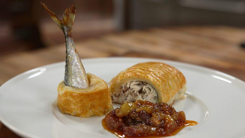 Mackerel en croûte with gooseberry chutney