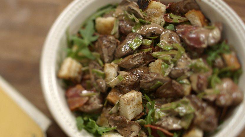 Flambéed chicken liver salad