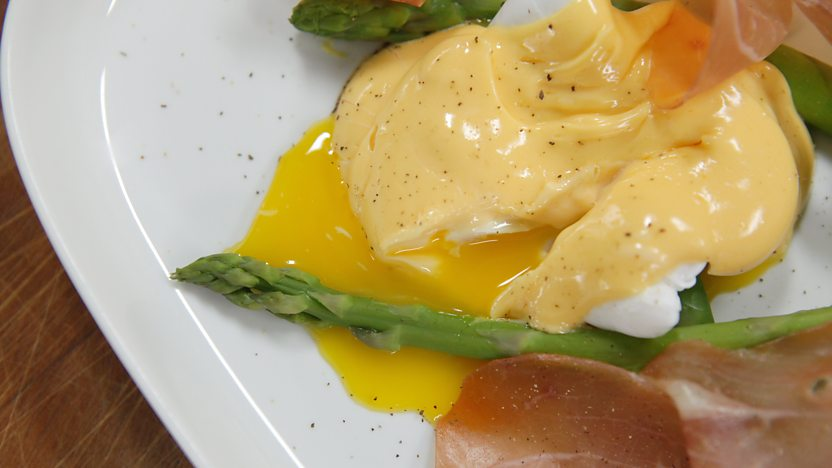 Asparagus with cured ham, poached duck egg and hollandaise sauce